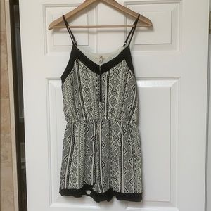 Dresses & Skirts - Black & cream romper!
